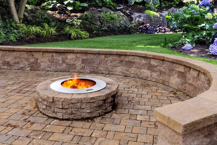 Fireplace vs fire pit outdoors: which one is best for your outdoor space
